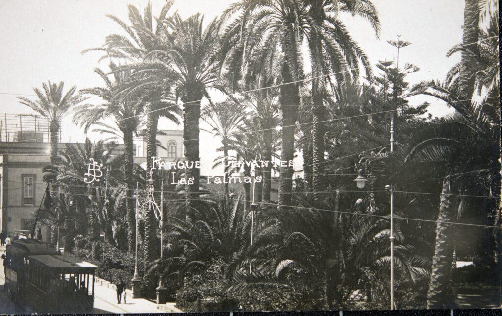 La imagen tiene un atributo ALT vacío; su nombre de archivo es Fo096571.-PARQUE-CERVANTES-LUEGO-S.-TELMO.-1927.-F.-BAENA.-COLECC.-JAPCRUZ-1024x645.jpg